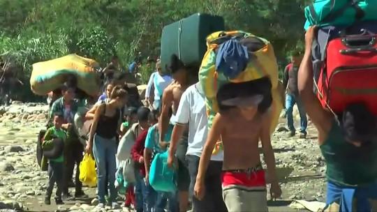 Maduro reabre fronteira com a Colômbia, mas mantém estrada bloqueada