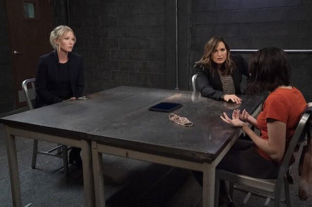 Cena do episódio 'Remember Me In Quarantine', da 22ª temporada de 'Law & order: SVU' (Foto: Divulgação)