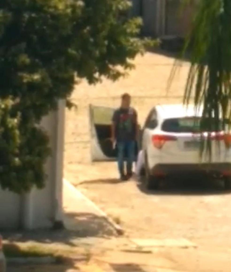 Homem faz jovem de refém em Valença — Foto: Reprodução/Redes sociais