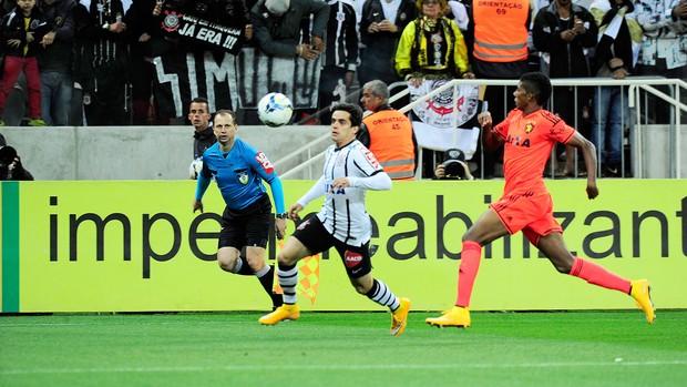 Fagner, Corinthians X Sport (Foto: Marcos Ribolli)