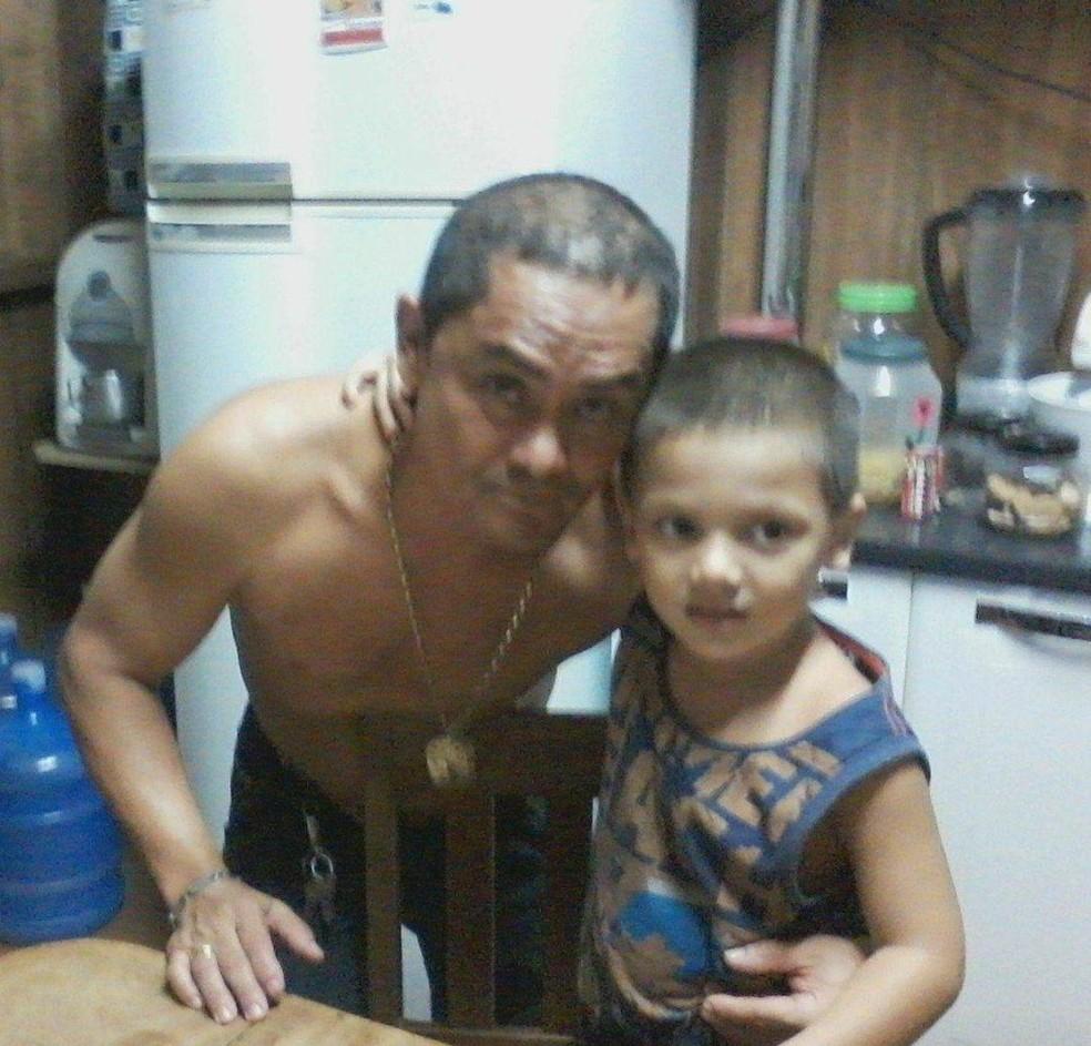 Rhuan Maycon e o avô — Foto: Arquivo da família
