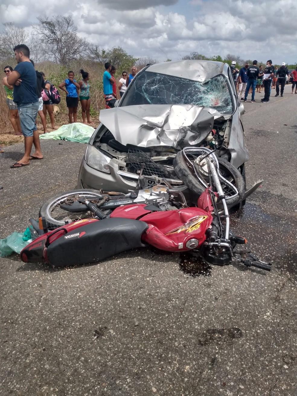 Casal morre em colisão de moto com carro na RN-117 — Foto: Cedida