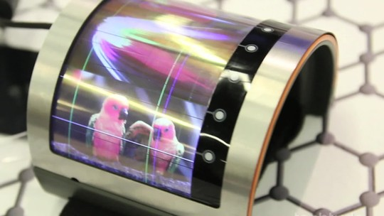 Celular 'que dobra' e tela de holograma; smartphones com displays diferentes