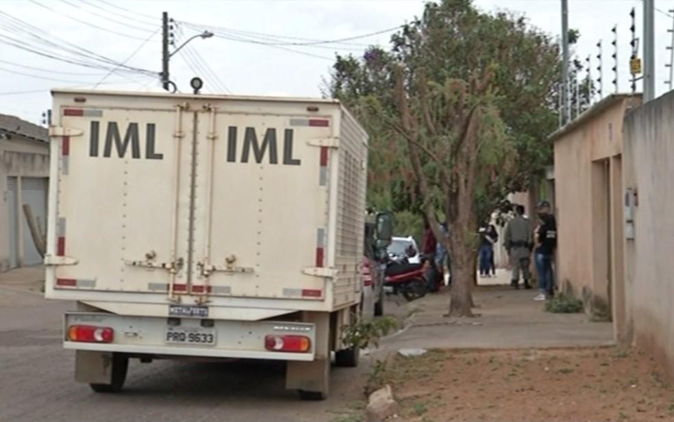 Homem foi morto após um golpe de 'mata leão'; filho diz que agiu para defender mãe (Foto: Reprodução/TV Anhanguera)