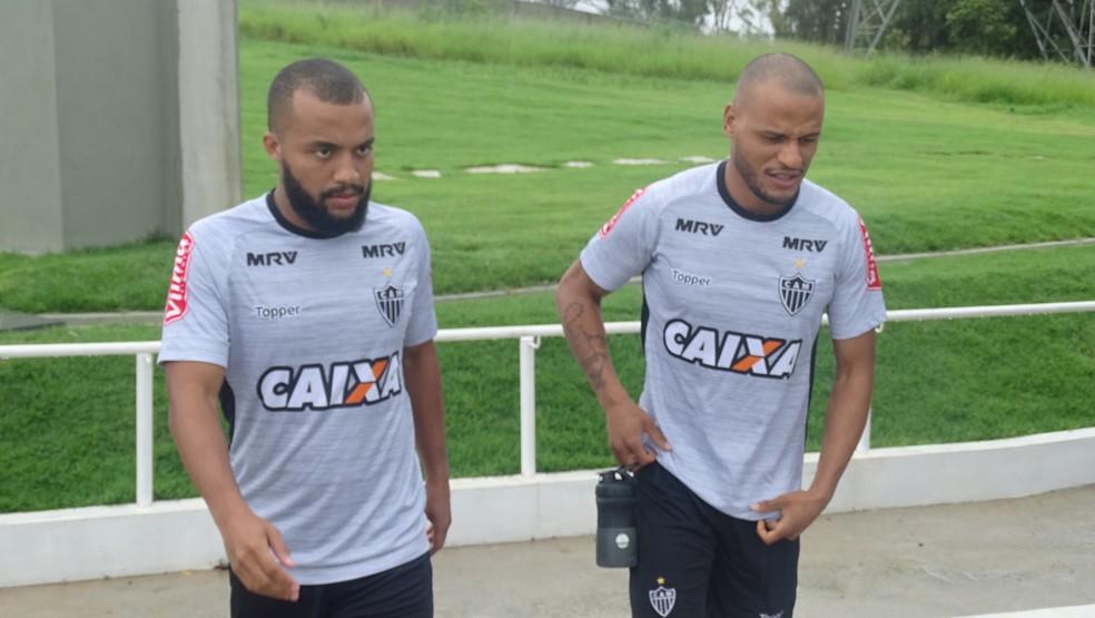 Samuel Xavier e Patric vão disputar posição do lado direito (Foto: Guilherme Frossard)