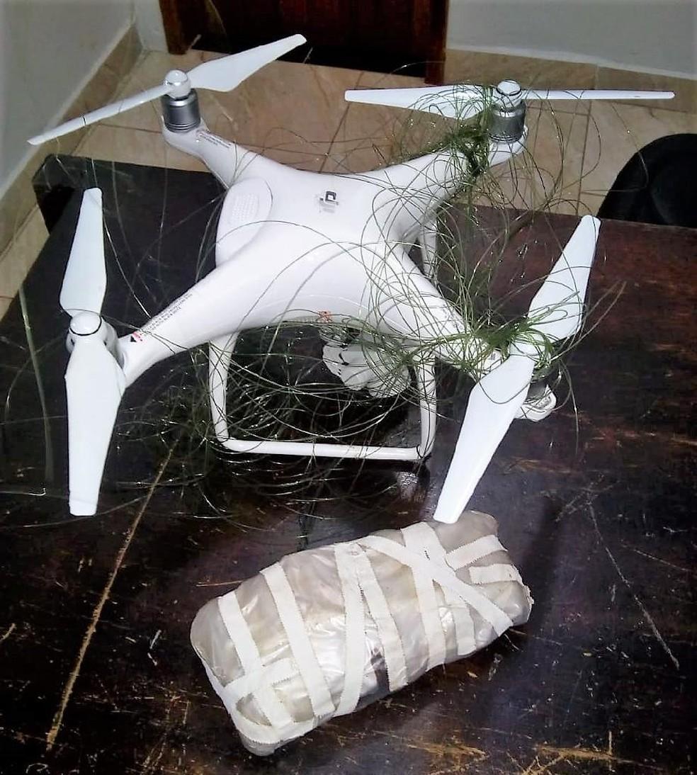 Agentes apreenderam drone que sobrevoava penitenciária e tentava entregar celulares para presos em Rondonópolis — Foto: Sesp-MT/Assessoria