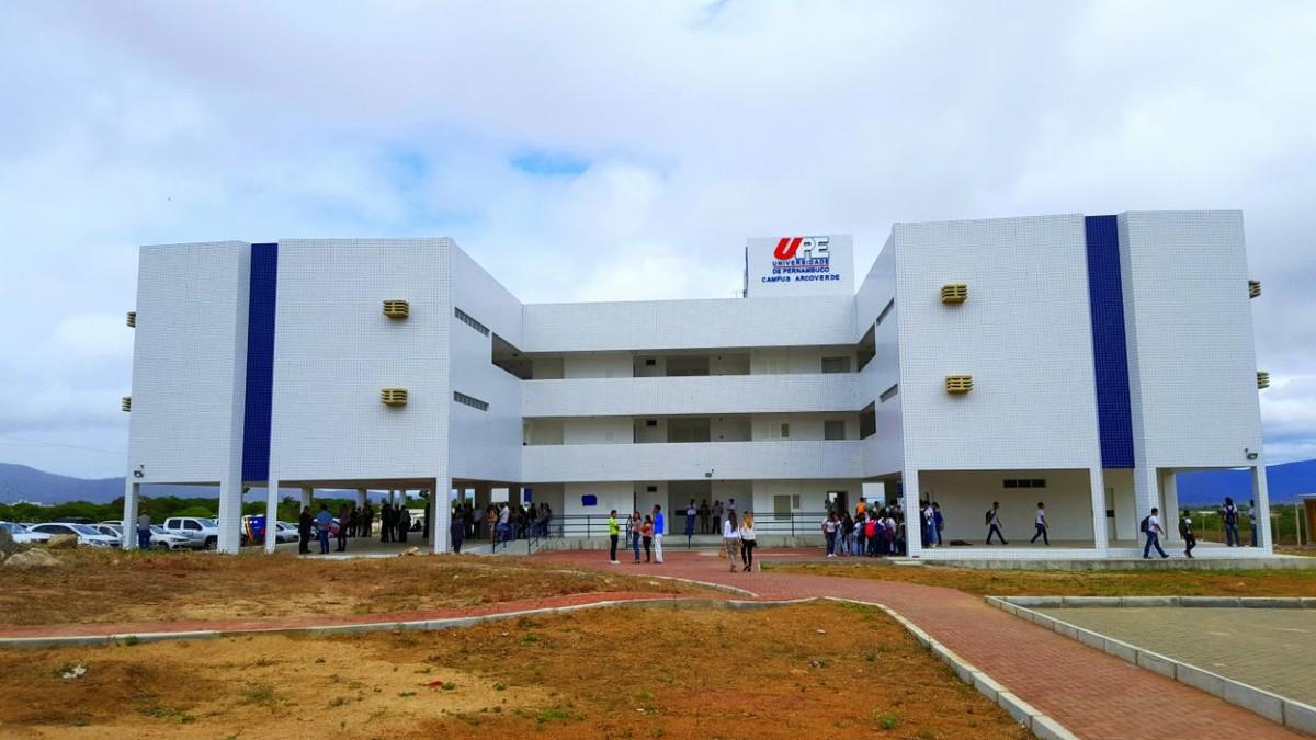 Governo de PE inaugura nova sede da UPE e entrega viaturas à PM de Arcoverde