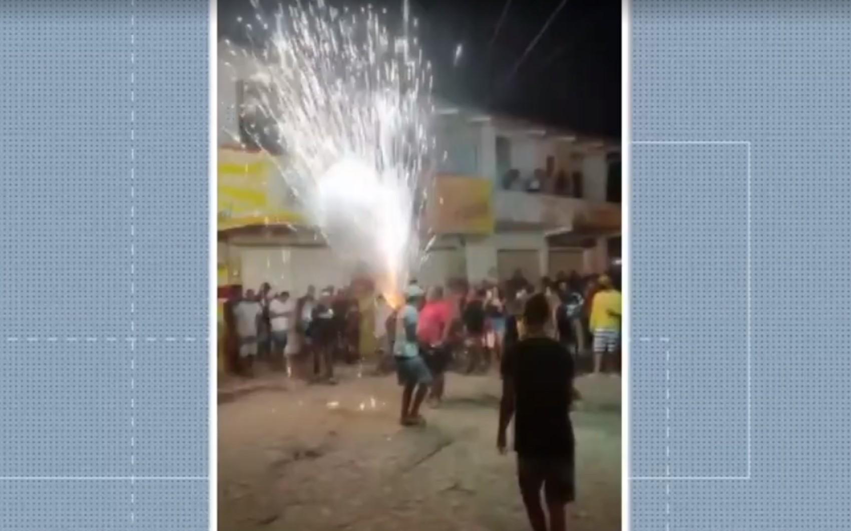 Mesmo com proibição, 'guerra de espadas' é flagrada por moradores em Cruz das Almas