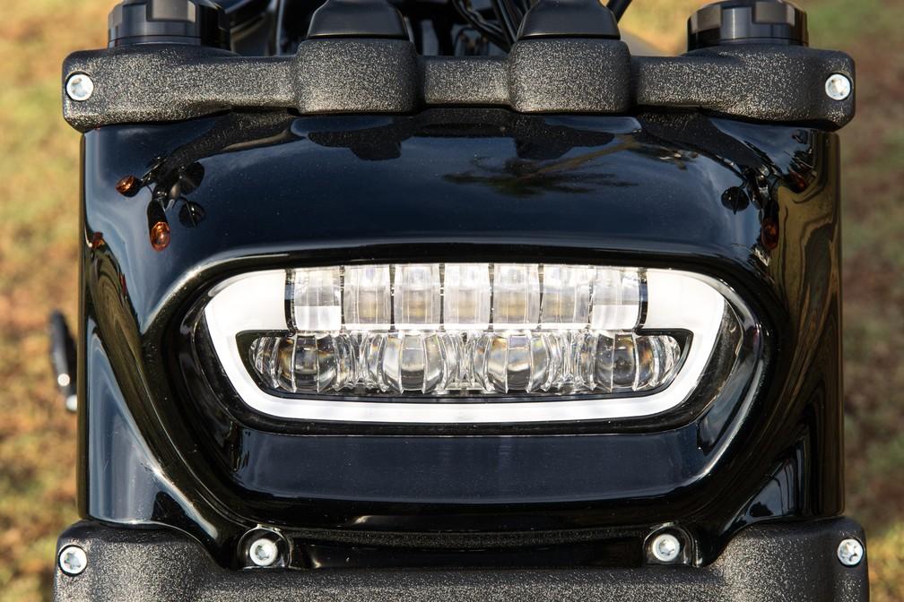 Harley-Davidson Fat Bob tem farol de LED na dianteira (Foto: Celso Tavares/G1)