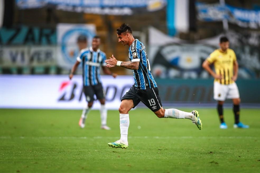 Ferreira comemora o primeiro gol do Grêmio — Foto: Lucas Uebel/Grêmio FBPA