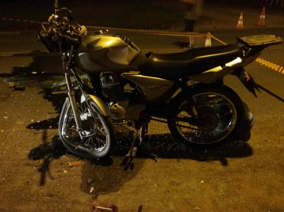 Motociclista não resistiu aos ferimentos após bater em carro na SC-477 — Foto: PMRv/Divulgação