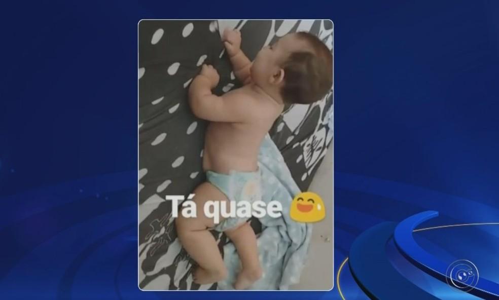 Marcela apresentou um vídeo onde Orlando aparece engatinhando — Foto: TV TEM / Reprodução