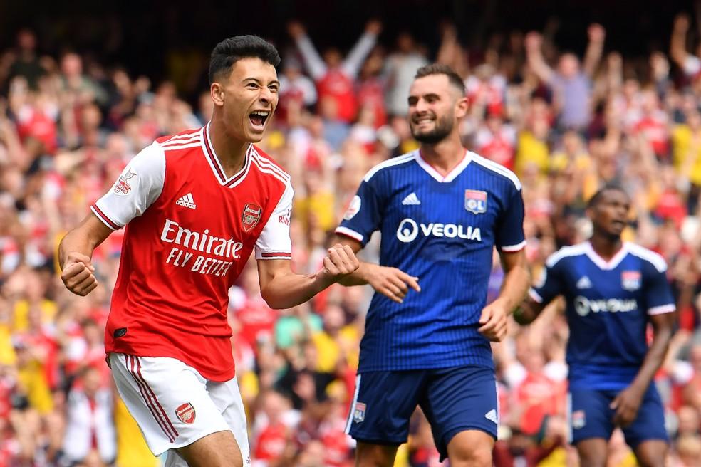 Gabriel Martinelli, de apenas 18 anos, faz parte do elenco do Arsenal para a Premier League — Foto: AFP