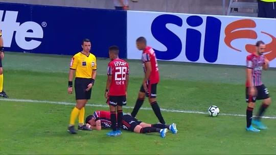 Pablo preocupa o São Paulo após sentir a coxa direita; Juanfran saiu por precaução, explica Diniz