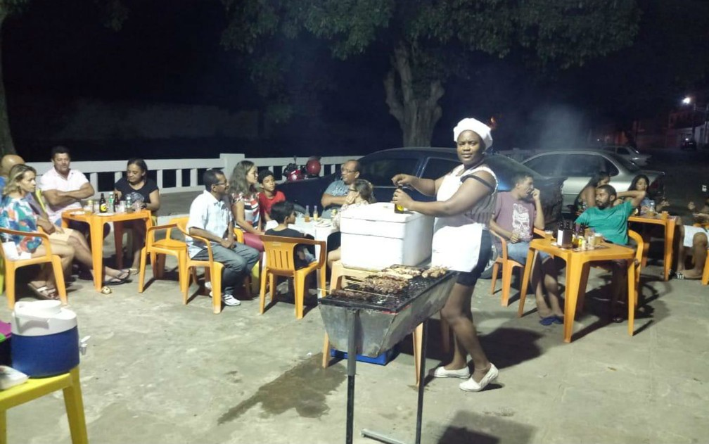 Sem atuar após saída de Cuba do programa Mais Médicos, médica vende churrasco na BA para se manter — Foto: Arquivo pessoal
