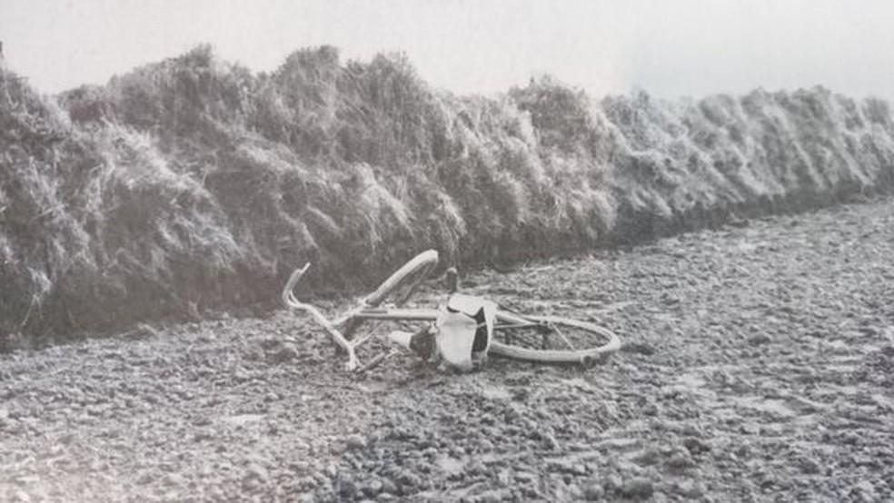 A bicicleta de April foi encontrada em um descampado pela polícia — Foto: NORFOLK CONSTABULARY