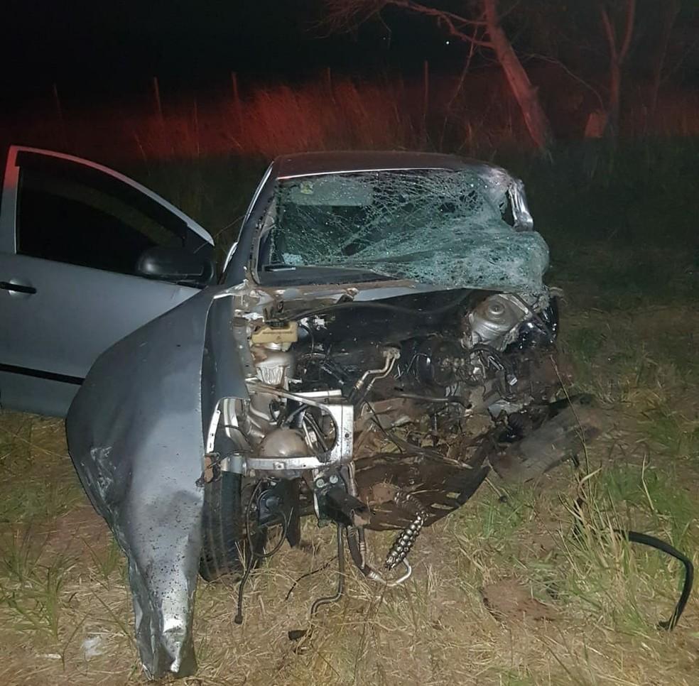Veículo foi atingido de frente por carro que tentou ultrpassar caminhão na SP-379 (Foto: Arquivo pessoal)