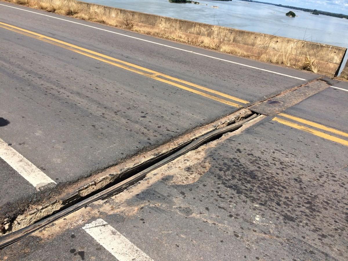 Abertura de 30 cm no meio de ponte em Caracaraí, RR, preocupa motoristas