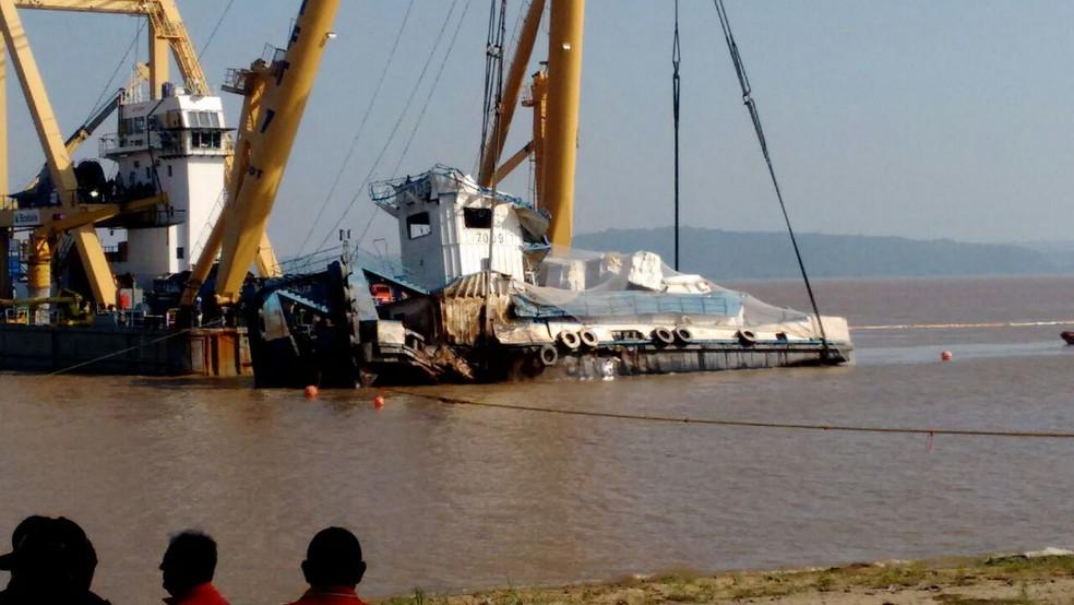 Inquérito vai apontar causas do naufrágio do empurrador TBL CXX (Foto: Débora Rodrigues/TV Tapajós/Arquivo)