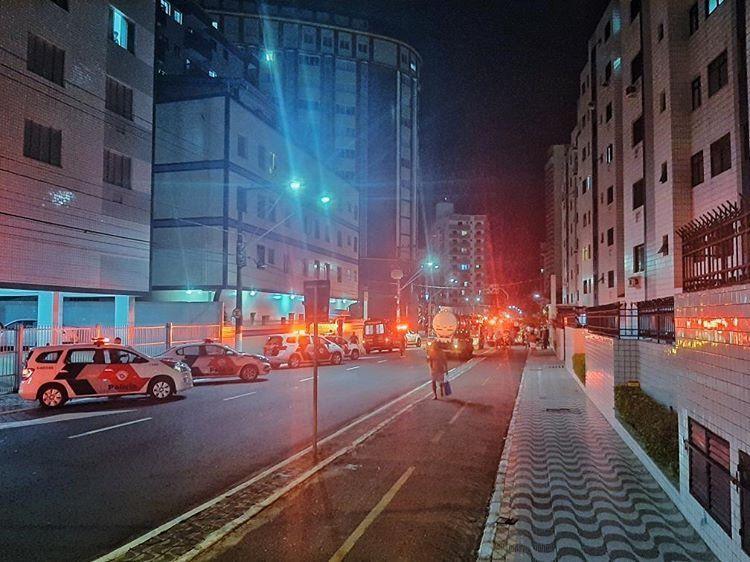 Incêndio em prédio residencial assusta moradores em Praia Grande, SP - Notícias - Plantão Diário