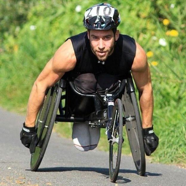 Levene é esportista e treinador de outros atletas com deficiência (Foto: Justin Levene/Instagram/BBC)