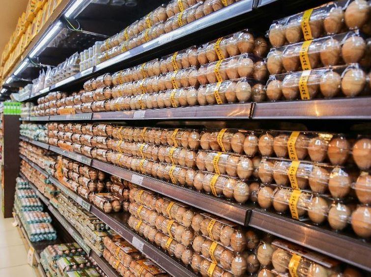 Dois supermercados são autuados por descumprir medidas de prevenção à Covid-19, em Fortaleza