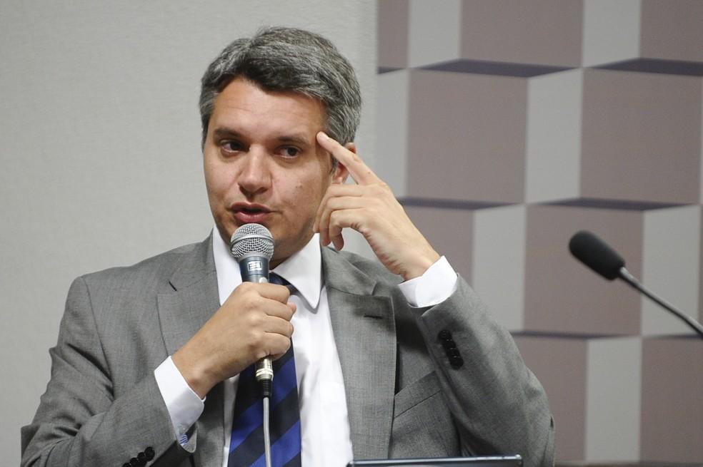 O delegado Ricardo Saadi durante comissão no Senado em novembro de 2015 — Foto: Marcos Oliveira/Agência Senado