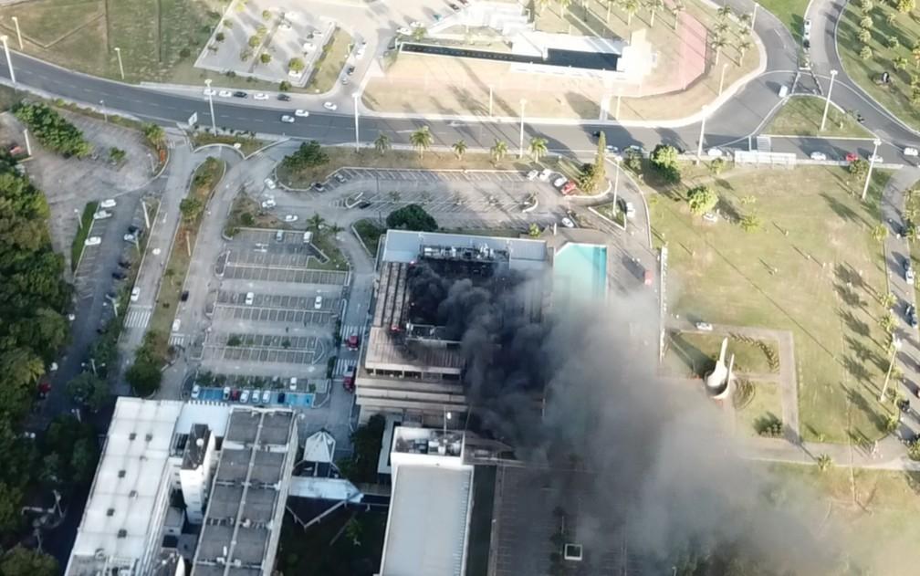 Terceiro andar da AL-BA foi foco do incêndio (Foto: Jonas Lima de Oliveira)