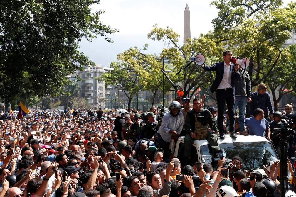 íder da oposição da Venezuela, Juan Guaidó, discursa para apoiadores em Caracas — Foto: Carlos Garcia Rawlins/Reuters