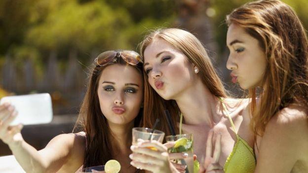 A selfie sexy pode ser uma marca de ascensão social (Foto: Getty Images via BBC)