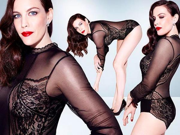 A atriz Liv Tyler no ensaio para uma marca de lingerie (Foto: Instagram)
