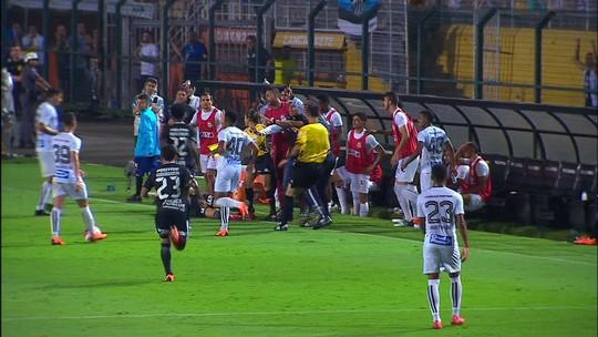"""David Braz rebate declaração de Romero: """"É um moleque! O Santos nunca caiu!"""""""