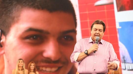 Faustão 'invade' aniversário de fã no interior de São Paulo