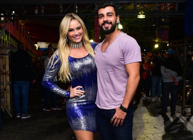 Ellen Rocche e o namorado, o nutricionista Rogério Oliveira (Foto: Leo Franco/AgNews)