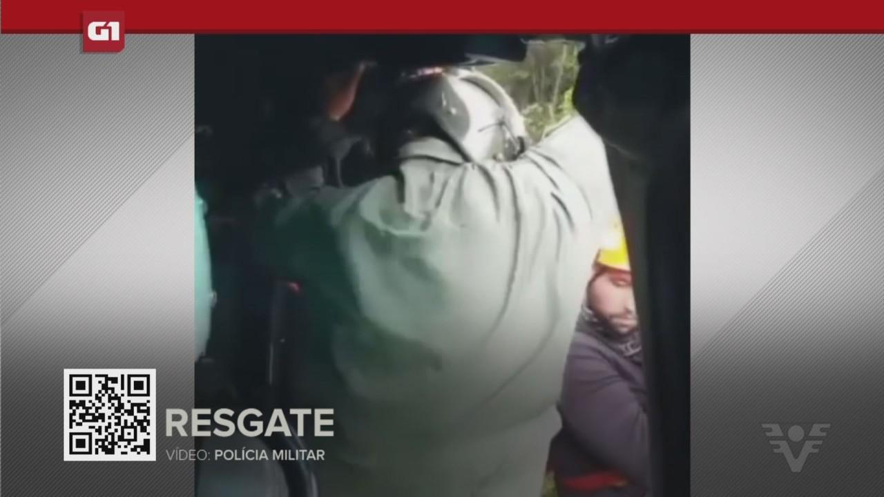 G1 em 1 Minuto - Santos: Turistas são salvos em mata após jovem pular em poço