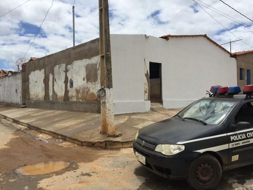 Muro da residência também foi elevado para dificultar ação policial (Foto: Polícia Civil/Divulgação)