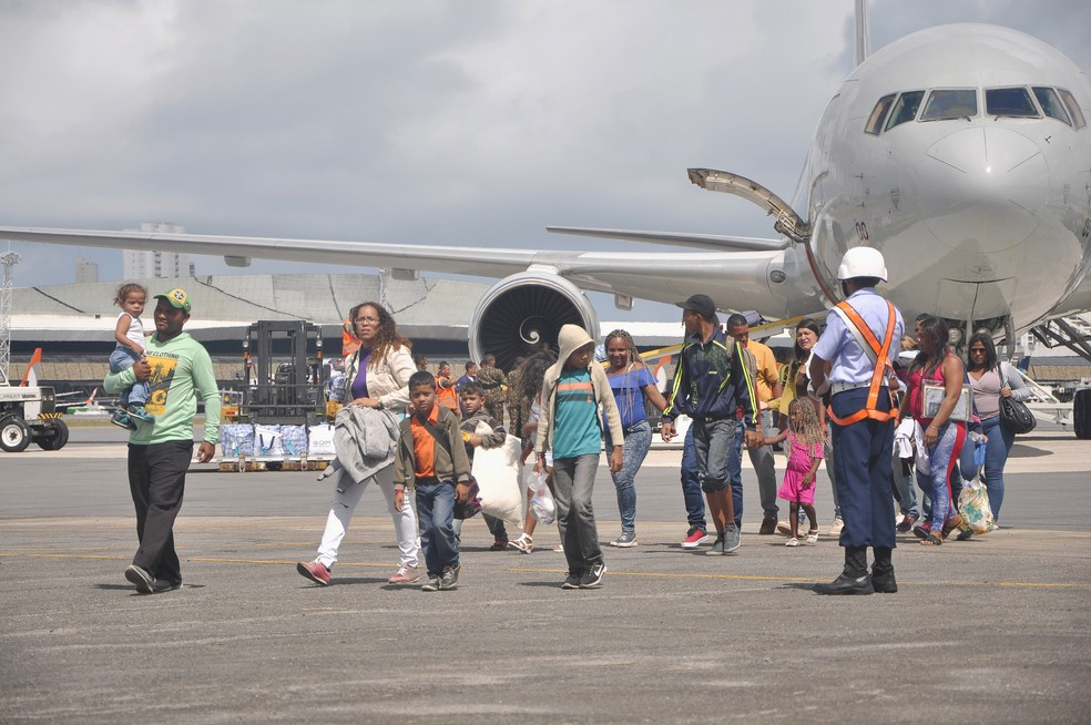 Mais um grupo de venezuelanos chegou à capital pernambucana nesta quarta-feira (13) — Foto: Marcelo Vidal/SDSCJ/Divulgação