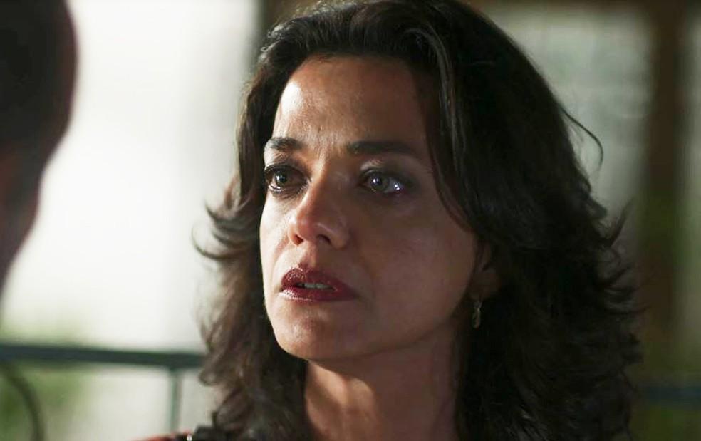 Missade (Ana Cecília Costa) pede desculpas, mas acaba se surpreendendo com revelação  — Foto: Globo