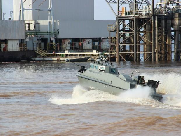 Embarcação com lançador de míssil foi utilizada durante na Operação de combate (Foto: Camila Henriques/G1 AM)