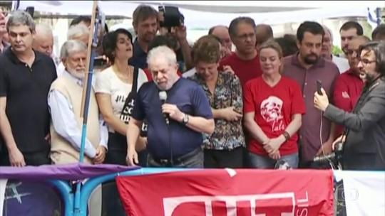 Lula faz discurso durante ato religioso para homenagear a ex-primeira-dama Marisa Letícia