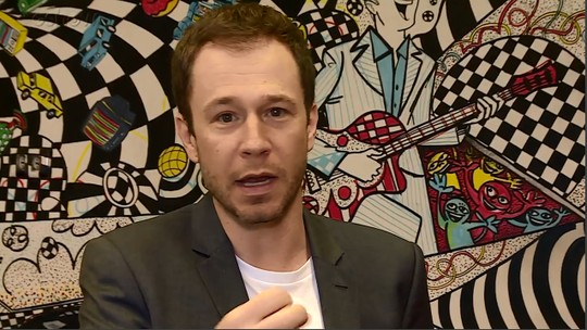 Tiago Leifert assume que se envolve com as histórias dos participantes do 'BBB'