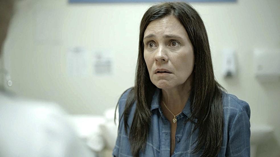 Thelma (Adriana Esteves) afirma a Jane que quer ter um filho de sangue que posso continuar o nome da família — Foto: Globo