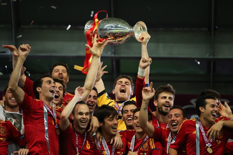 Com nomes como Iniesta, Xavi, Casillas e Piqué, a Espanha faturou o tri em 2012 — Foto:  AMA/Corbis via Getty Images