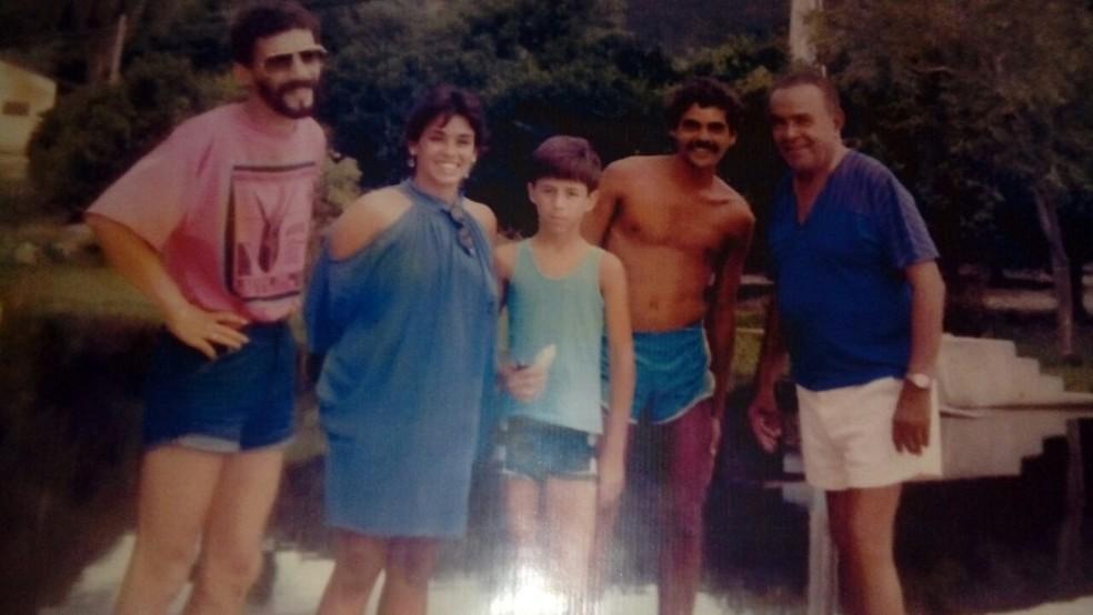Da direita para esquerda, Luiz Gonzaga ao lado de João Gonzaga, o neto, a nora e o filho Gonzaguinha. (Foto: Joyce de Oliveira Januário / Arquivo pessoal)