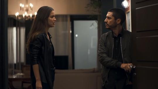 Fabiana se declara a Camilo e ele a escorraça: 'Dez vezes vagabunda'