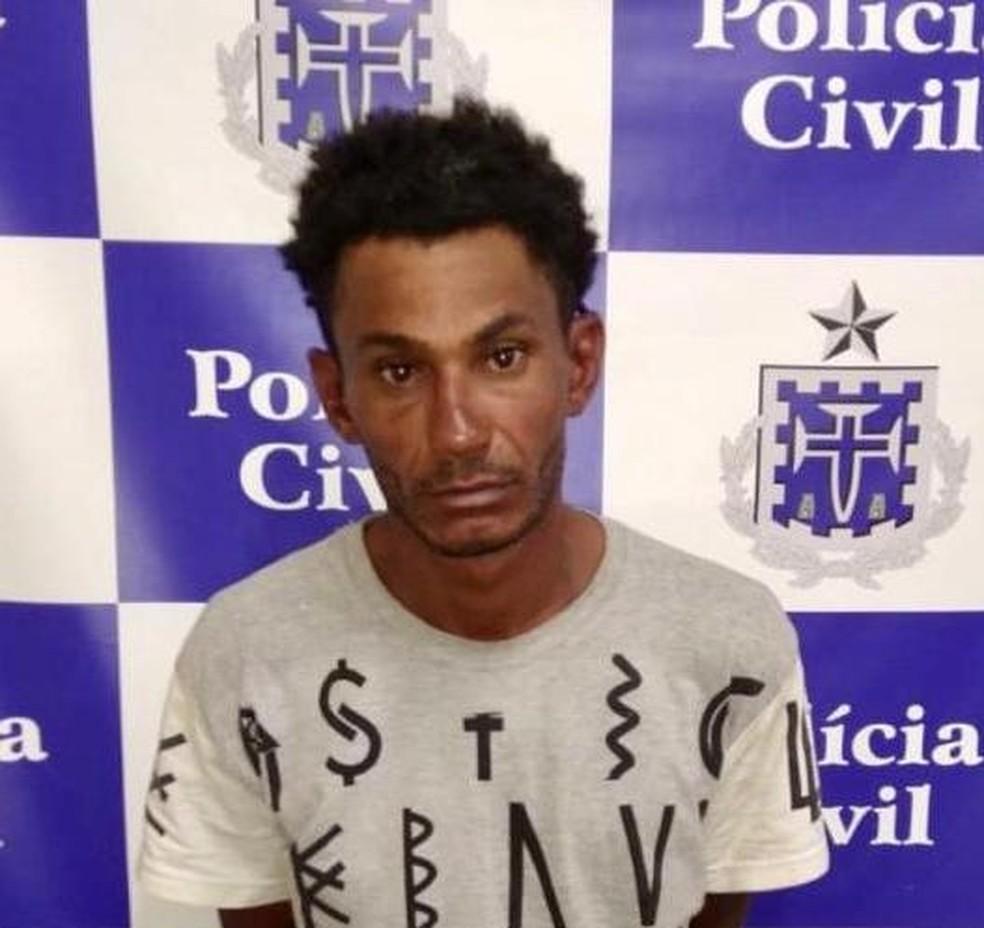 Homem foi preso suspeito de matar ex-companheira em praia de Lauro de Freitas  — Foto: Polícia Civil/Divulgação