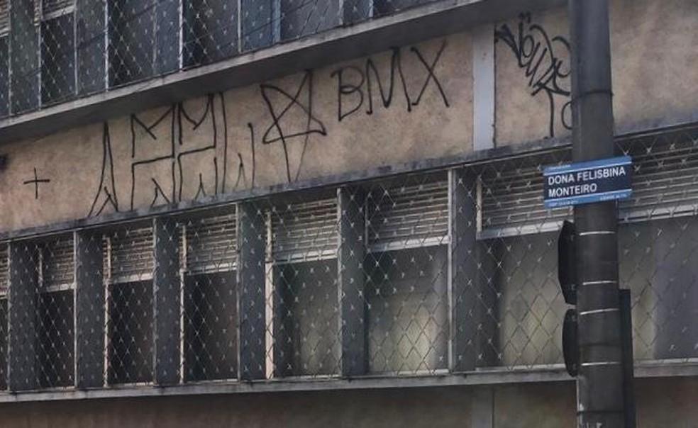 Pichações tinham sempre as mesmas inscrições — Foto: Divulgação/ Polícia Civil
