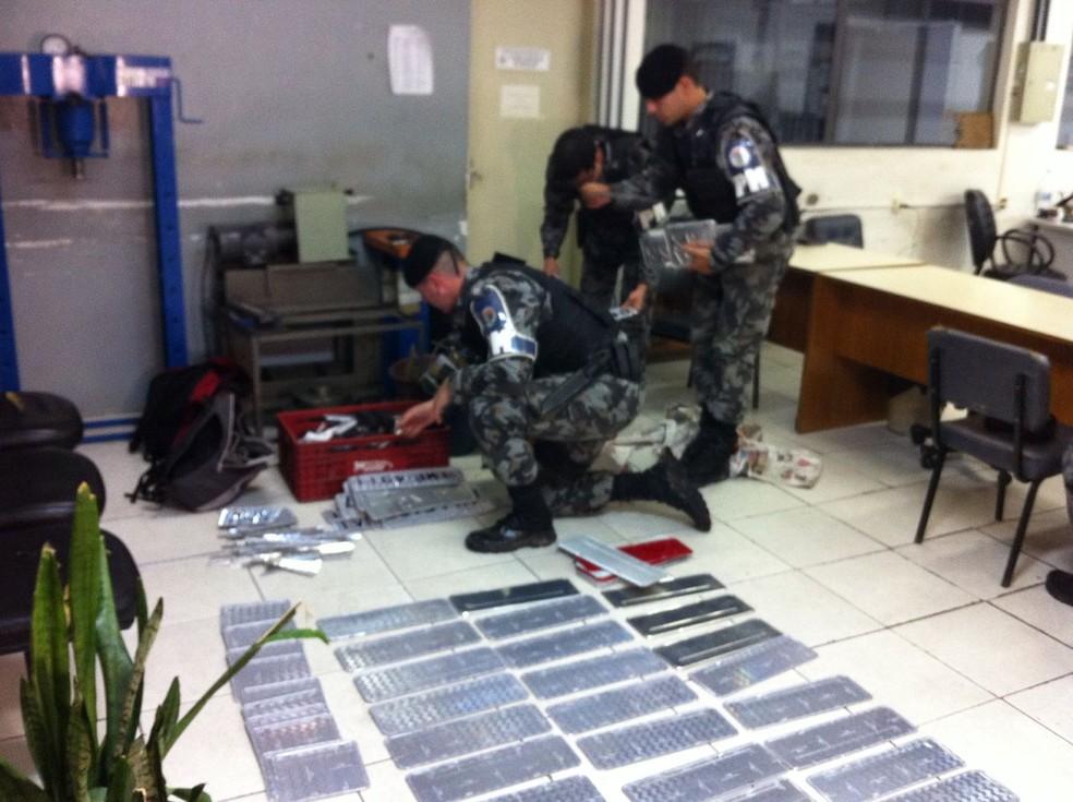 Polícia suspeita que a fábrica era mantida pelo crime organizado (Foto: Estevão Pires/RBS TV)