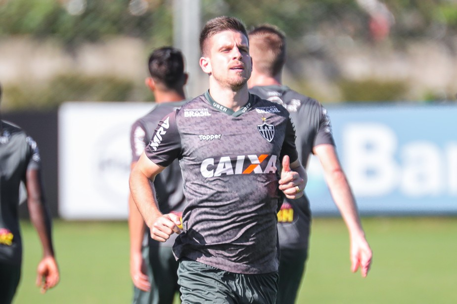 Inter e Coritiba encaminham troca de Gabriel Dias por Matheus Galdezani