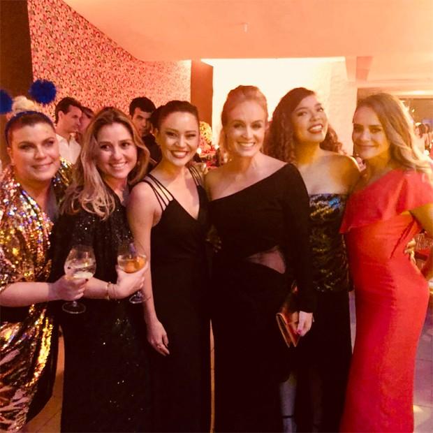 Mariana Nogueira, Marcella Bordallo, Geovanna Tominanga, Angélica, Micheli Machado e Juliana Silveira (Foto: Reprodução/Instagram)